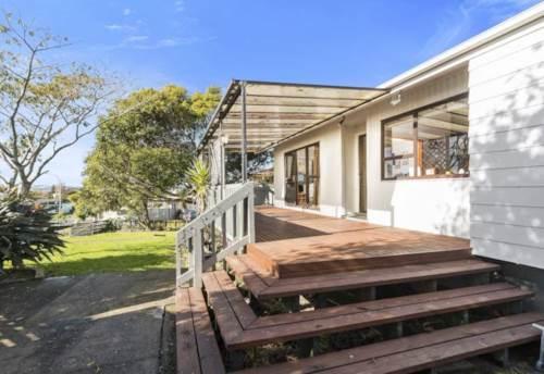 Papatoetoe, Beautiful Sunny 3 bedroom Papatoetoe Family Home , Property ID: 36002831 | Barfoot & Thompson