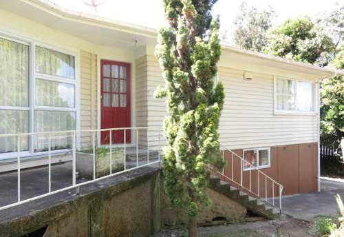 Pakuranga, 3 bedroom house with 2 bathrooms, Property ID: 36002903 | Barfoot & Thompson