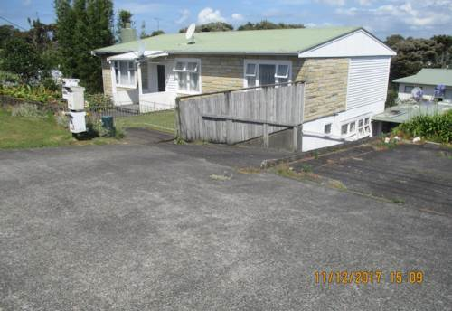 Bayview, 2 Bedroom Downstairs Unit + Study - Water and Lawns included!!, Property ID: 36002908 | Barfoot & Thompson