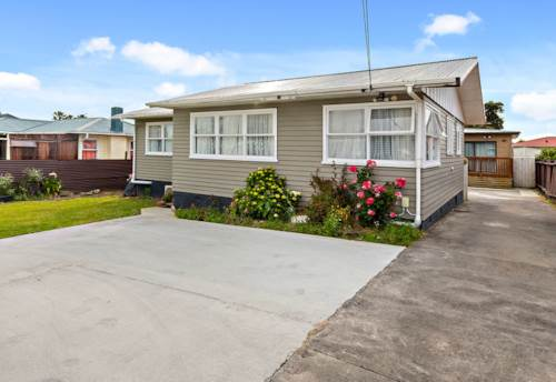 Mangere, Three bedroom family home - off street parking, Property ID: 36002960 | Barfoot & Thompson