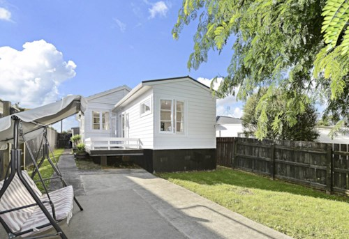 Papatoetoe, 2 Bedroom Beautiful Home Central Papatoetoe!, Property ID: 36002999 | Barfoot & Thompson