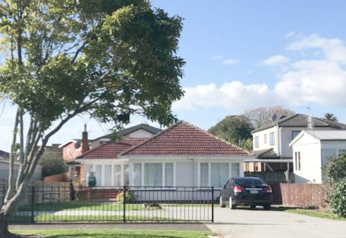 Papatoetoe, 3 Bedroom Home in Great Location, Property ID: 36003008 | Barfoot & Thompson