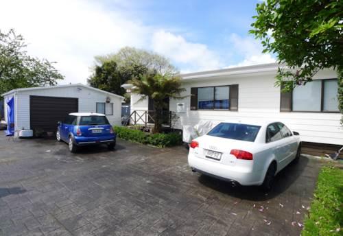 Papakura, 2 bedroom house with Rumpus Room, Property ID: 36004090 | Barfoot & Thompson
