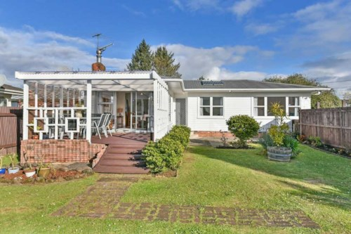 Manurewa, Stunning 3 Bedrom Property on Full Site Browns Road - Pets Negotiable, Property ID: 36004109   Barfoot & Thompson