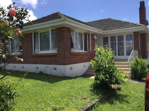 Mangere East, Nice Family townhouse In Central Location, Property ID: 36004112 | Barfoot & Thompson