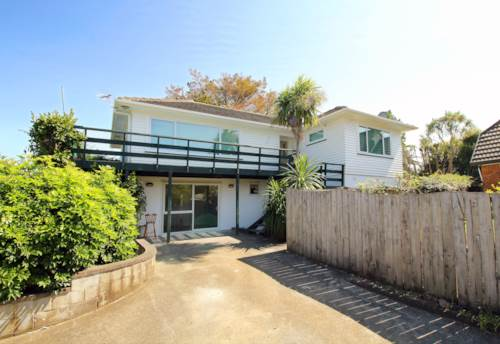 Papatoetoe, Renovated 4 Bedroom Property down Private Driveway, Property ID: 36004157 | Barfoot & Thompson