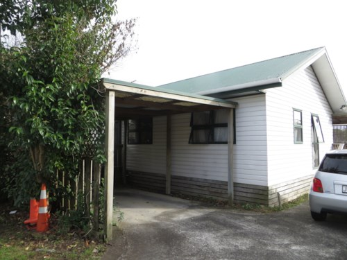 Papatoetoe, Two bedroom with a carport house (Water included), Property ID: 36004167 | Barfoot & Thompson
