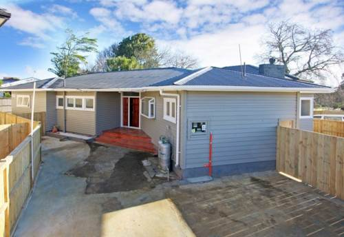 Papatoetoe, Rare 3 Bedrooms & 3 Bathrooms House, Property ID: 36005221 | Barfoot & Thompson