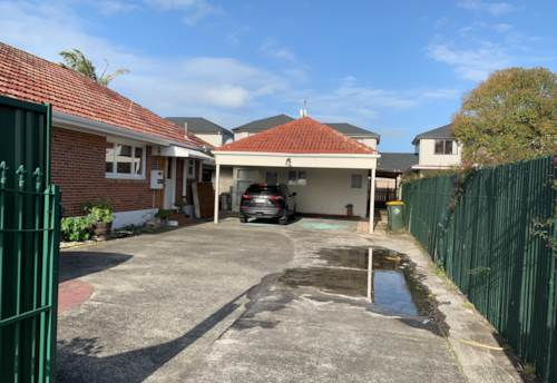 Papatoetoe, Fully renovated 2 bedroom unit in central Papatoetoe (Rent includes water), Property ID: 36005223 | Barfoot & Thompson