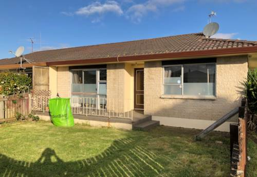 Manukau, Excellent Location Very Tidy 2 Bedroom Unit w Garage, Property ID: 36005230 | Barfoot & Thompson