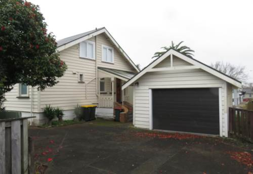 Papatoetoe, Beautiful 5 Bedroom Haven In Papatoetoe, Property ID: 36005328 | Barfoot & Thompson