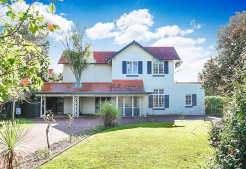 Takapuna, Snuggle Up & Get Cosy SHORT TERM RENTAL, Property ID: 37001307 | Barfoot & Thompson