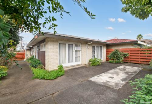 Papatoetoe, They don't call it 'Central' for nothing, Property ID: 811579 | Barfoot & Thompson