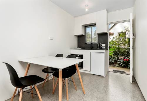 Remuera, Live in the heart of Newmarket - Fully Furnished Apt, Property ID: 37001472 | Barfoot & Thompson