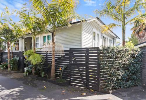 Herne Bay, Larger than life, Property ID: 37001480 | Barfoot & Thompson