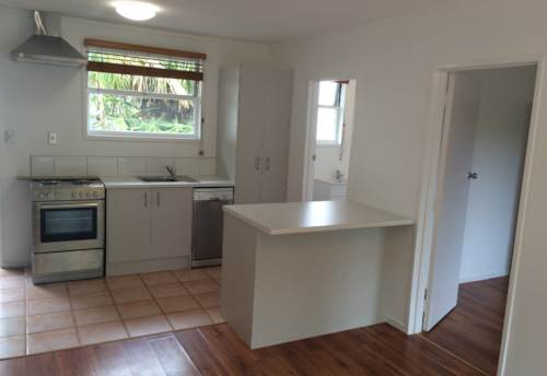 Mt Eden, MODERN & SPACIOUS UPSTAIRS UNIT, Property ID: 38000311 | Barfoot & Thompson