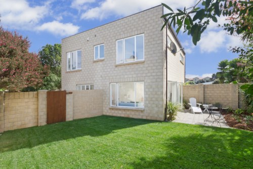 Mt Wellington, TWO LEVEL TWO BEDROOM TOWNHOUSEIN EXCELLENT LOCATION!, Property ID: 38000328 | Barfoot & Thompson