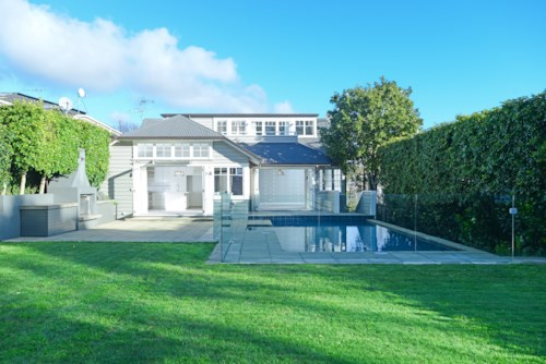 Remuera, EXECUTIVE STANDARD - POOL - VIEWS, Property ID: 38001491 | Barfoot & Thompson