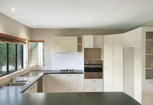 Remuera, POPULAR LOCATION - MODERN TOWNHOUSE, Property ID: 38001604   Barfoot & Thompson