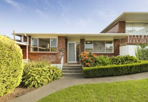 Meadowbank, SPACIOUS - GREAT LOCATION - LOCK UP GARAGE , Property ID: 38001615 | Barfoot & Thompson