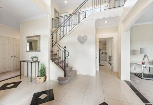Flat Bush, Luxurious Design with Private Parking, Property ID: 811625 | Barfoot & Thompson