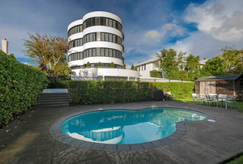 Remuera, QUALITY + LOCATION + OUTDOOR DECK + POOL, Property ID: 38001825 | Barfoot & Thompson