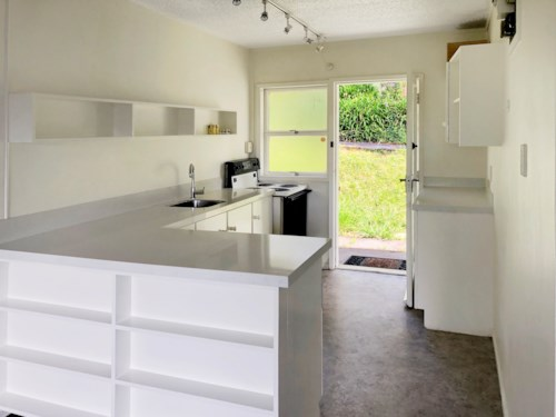 Remuera, MODERN - REFURBISHED - NEAR PUBLIC TRANSPORT, Property ID: 38001904 | Barfoot & Thompson