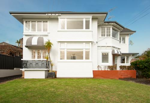 Remuera, POOL - TENNIS COURT - SPACIOUS, Property ID: 38001907 | Barfoot & Thompson