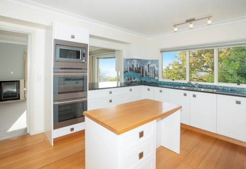 Remuera, SPACIOUS - VIEWS - LARGE BEDROOMS, Property ID: 38001937 | Barfoot & Thompson