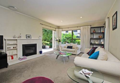 Remuera, FANTASTIC LOCATION - SUNNY FULLY FENCED BACKYARD, Property ID: 38001962 | Barfoot & Thompson