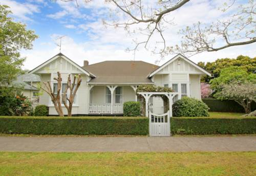 Remuera, BEAUTIFUL PROPERTY - FANTASTIC LOCATION, Property ID: 38001982 | Barfoot & Thompson