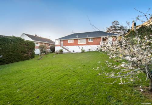 St Heliers, NICELY PRESENTED - AMAZING BACK LAWN, Property ID: 38001993 | Barfoot & Thompson