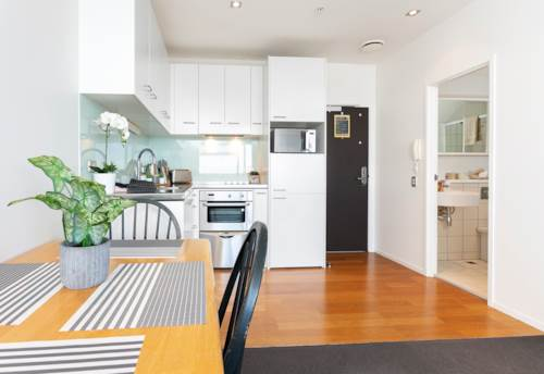 City Centre, HARBOUR OAKS - Level 25 - Furnished One bedroom with NEW PAINT!, Property ID: 39002008 | Barfoot & Thompson