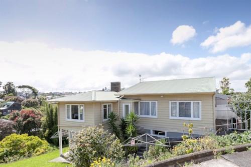 Grey Lynn, Lovely 3 bedroom 1 bathroom donwstairs unit., Property ID: 39002013 | Barfoot & Thompson