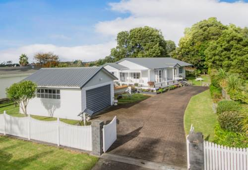 Whenuapai, Spirit of the Country - Beautiful Home + Large fenced section , Property ID: 39002190 | Barfoot & Thompson