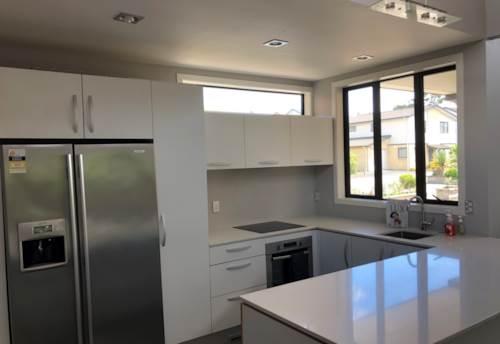 Te Atatu South, 3 Bedroom Te Atatu South, Property ID: 39002200 | Barfoot & Thompson