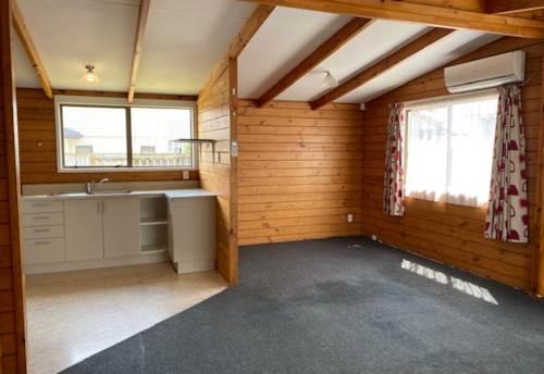 Manurewa, Ideally located 3 bedroom home, Property ID: 39003399 | Barfoot & Thompson