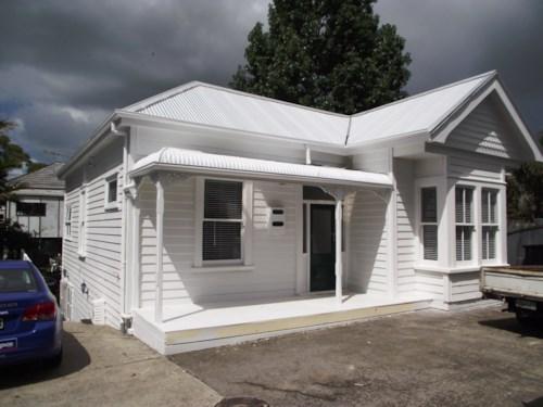 Kingsland, Villa opposite Eden Park, Property ID: 40000537 | Barfoot & Thompson