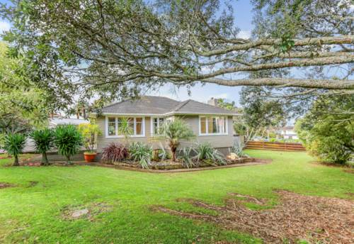 Glen Innes, Orginal Kiwi family home awaits a new family!, Property ID: 40001933 | Barfoot & Thompson