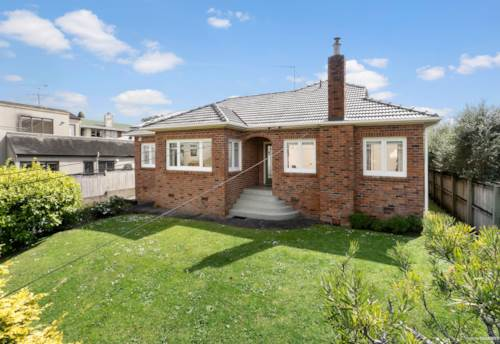 Glendowie, Parkside home with views galore , Property ID: 40001947 | Barfoot & Thompson