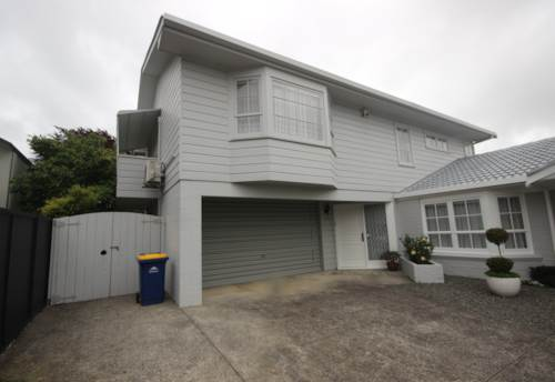 Takapuna, TOP LOCATION - NEAT AND TIDY, Property ID: 41002484 | Barfoot & Thompson