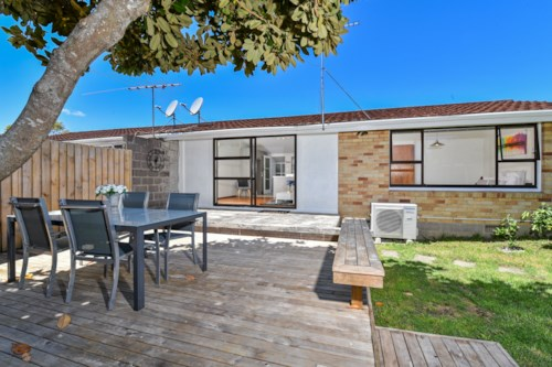 Takapuna, Exceptional Unit in Premium Location, Property ID: 41002497 | Barfoot & Thompson