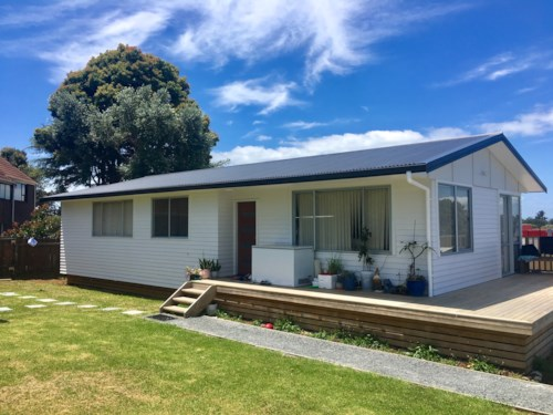 Takapuna, Recently renovated - Prime location - Hillcrest, Property ID: 41002558 | Barfoot & Thompson