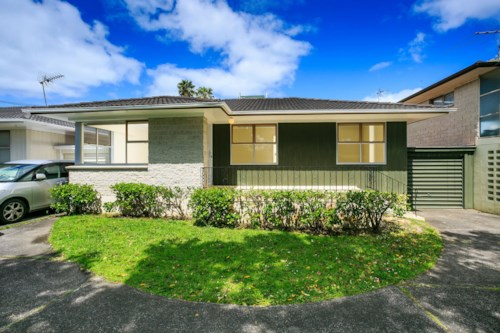 Takapuna, Great Condition and Location, Property ID: 41003580 | Barfoot & Thompson