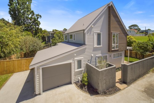 Hauraki, Newly renovated on fabulous Francis Street, Property ID: 41003602 | Barfoot & Thompson