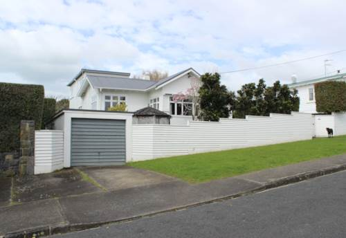 Hauraki, Large Family Home in Hauraki, Property ID: 41003633 | Barfoot & Thompson
