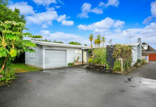 Takapuna, Location, location, location, Property ID: 41003636 | Barfoot & Thompson