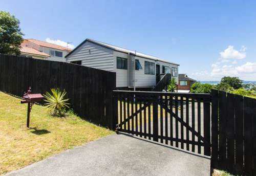 West Harbour, Delightful Modern Home , Property ID: 42000536 | Barfoot & Thompson