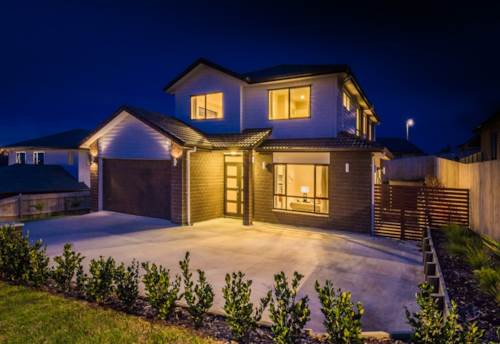 Massey, Stylish two level home, Property ID: 42000629 | Barfoot & Thompson