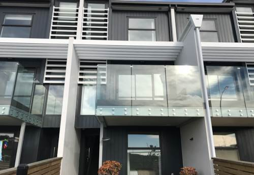Hobsonville, Beautiful Nearly New Townhouse, Property ID: 42000683 | Barfoot & Thompson